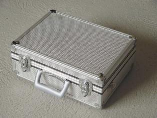valise aluminium mod le luxe baudry. Black Bedroom Furniture Sets. Home Design Ideas